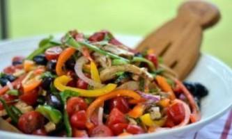 Що допоможе зробити салат більш корисним для здоров`я