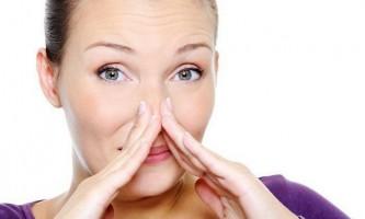 Як коректно сказати людині про неприємний запах поту?