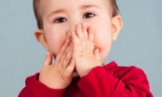 Про що говорить стан, коли погано пахне з рота у дитини?
