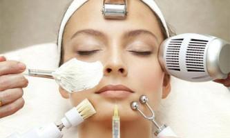 Омолодження обличчя жінок після 40 років за допомогою салонних процедур