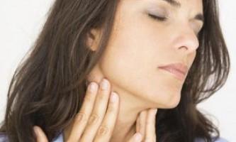 Відчуття грудки в горлі через проблеми з хребтом