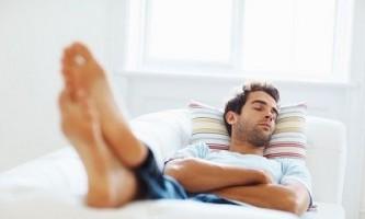 Чому потрібно спати кожен день в обід