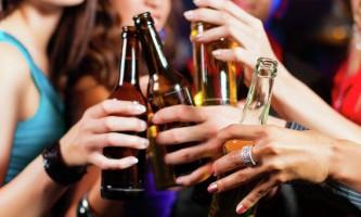 Чому від алкоголю швидко товстіють?