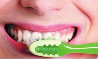 Правильний догляд за порожниною рота захистить від розмноження бактерій