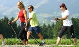 Скандинавська ходьба: користь і протипоказання до її використання