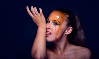 Рятуємося від зморшок: готуємо омолоджуючі маски на основі меду для шкіри обличчя і навколо очей